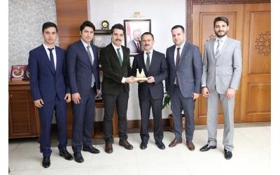 Genç Nevşehirliler Derneği Nevşehir Valisi İlhami Aktaş'ı Makamında ziyaret etti.